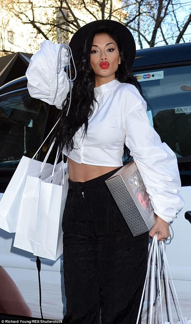 Nicole Scherzinger - Página 9 46E094E700000578-5136873-image-m-84_1512143486867
