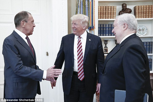 The Serious Side - part 4 - Page 7 46E0B92400000578-5139137-Notorious_figure_Kisylak_right_was_in_communication_with_Flynn_b-a-45_1512228248311