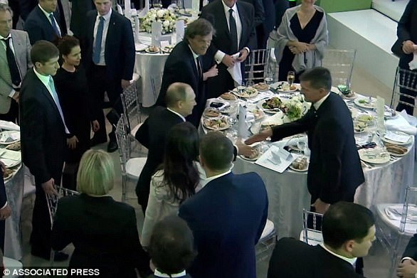 The Serious Side - part 4 - Page 7 46E11F2500000578-5139137-A_US_official_said_that_Flynn_was_in_frequent_contact_with_Ambas-a-25_1512228434328