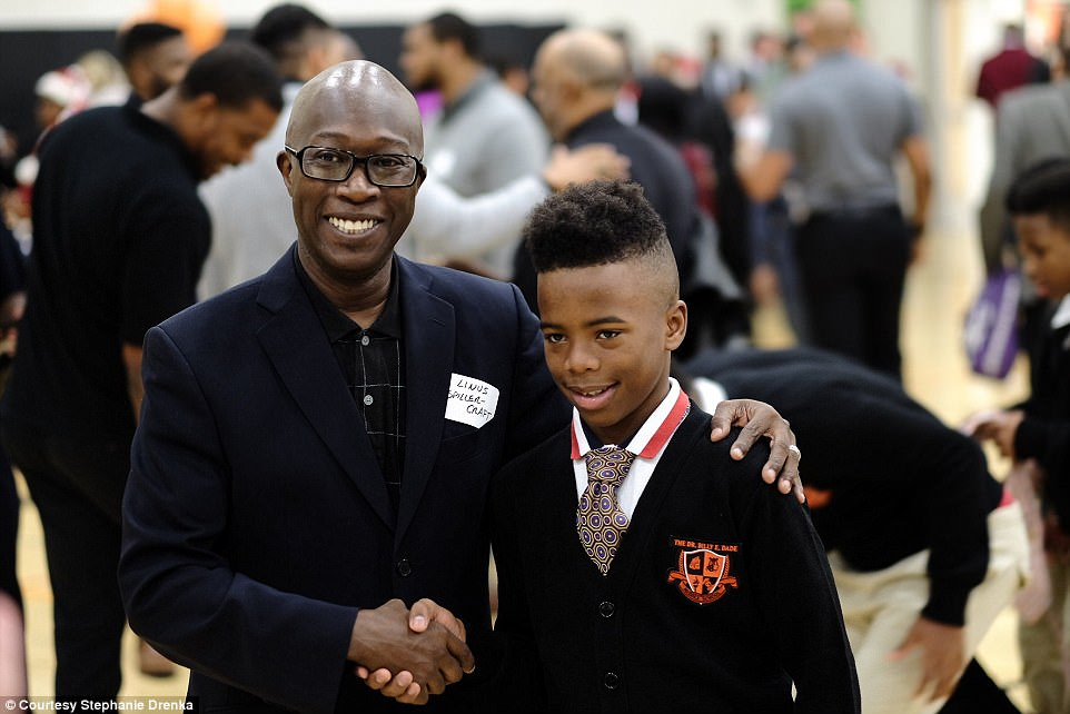 The Serious Side - part 4 - Page 10 47E85E9C00000578-5247543-This_young_man_is_seen_shaking_hands_with_one_of_the_mentors_of_-a-164_1515449246653