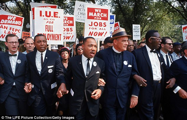 The Serious Side - part 4 - Page 10 48149D1E00000578-5264999-Farris_Jr_said_his_uncle_Martin_Luther_King_Jr_would_have_urged_-a-13_1515822733952