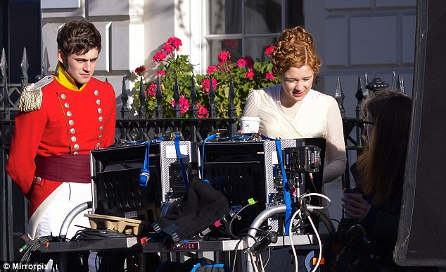 Vanity Fair, une nouvelle adaptation (ITV / Amazon) 48934F5000000578-0-image-a-27_1516910161334