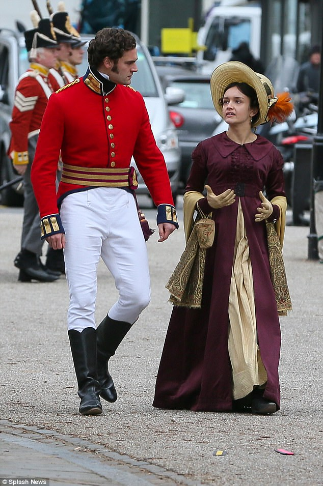 Vanity Fair, une nouvelle adaptation (ITV / Amazon) 48B5091300000578-5325621-Clad_in_costume_Tom_was_convincing_in_his_cavalry_officer_unifor-a-4_1517247821787