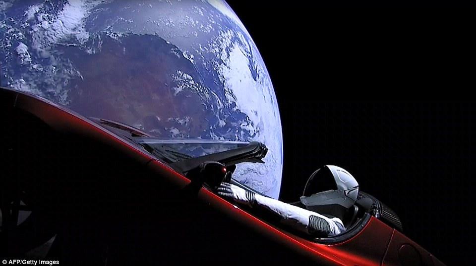 Die Erde, in der wir leben und der Raum, der die Welt ist - Seite 51 48F4330F00000578-5361789-SpaceX_s_Starman_dummy_launched_into_space_yesterday_on_the_maid-a-6_1517995449151