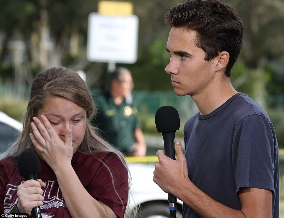 The Serious Side - part 4 - Page 13 493E8E5E00000578-5404059-David_Hogg_pictured_with_classmate_Kelsey_Friend_urged_policy_ma-a-60_1518901407654