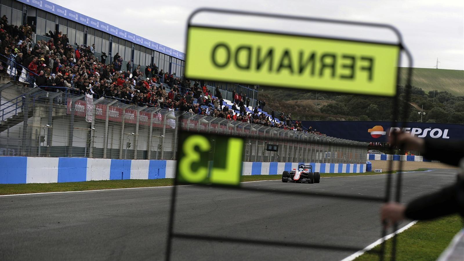 Spécial Sebastian Vettel (Formule un) - Page 12 1443137-30859698-1600-900