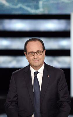 François Hollande : découvrez sa nouvelle compagne !  PHObb1565dc-66a0-11e4-8e36-5e14c328ce02-250x400