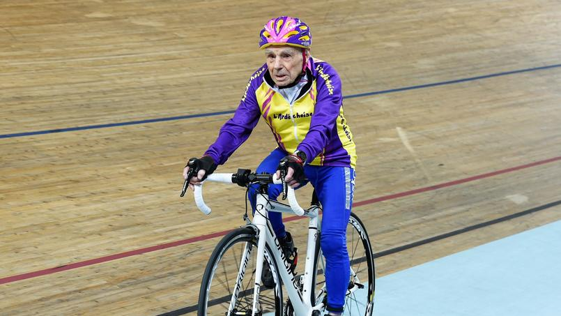 À 105 ans, Robert Marchand établit un record mondial de l'heure cycliste (Vidéo) XVM1fa7f69c-d1c8-11e6-b36e-ce717b784d0d