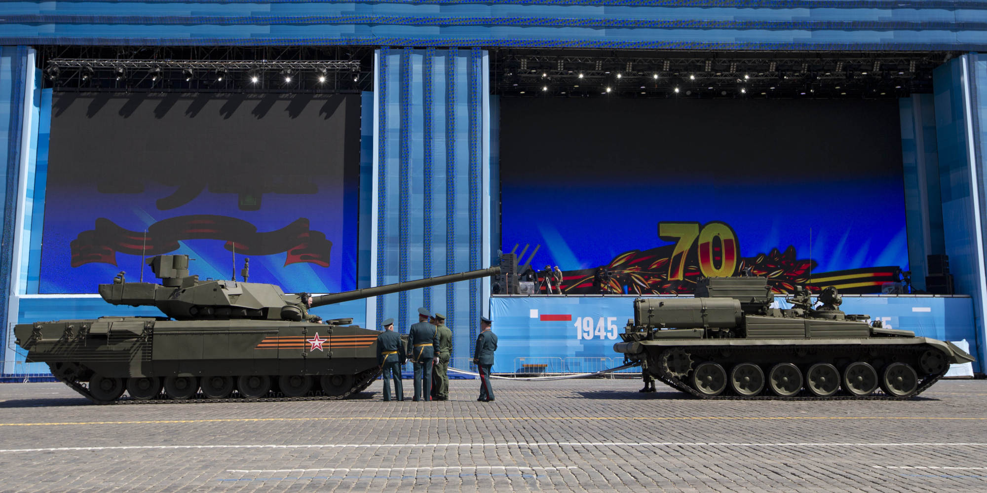 De paradas, desfiles y demás en rusia... - Página 2 O-STALLED-RUSSIAN-TANK-T14-ARMATA-facebook