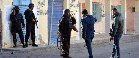 الحرب على الإرهاب في تونس الشقيقة - صفحة 4 N-TUNISIA-POLICE-large570