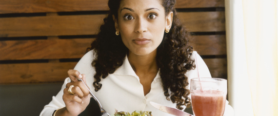 لن تصدق ما تفعله بك.. 7 أطعمة صحية تصبح ضارة إذا تناولتها بكثرة N-SHOCKED-WHILE-EATING-large570