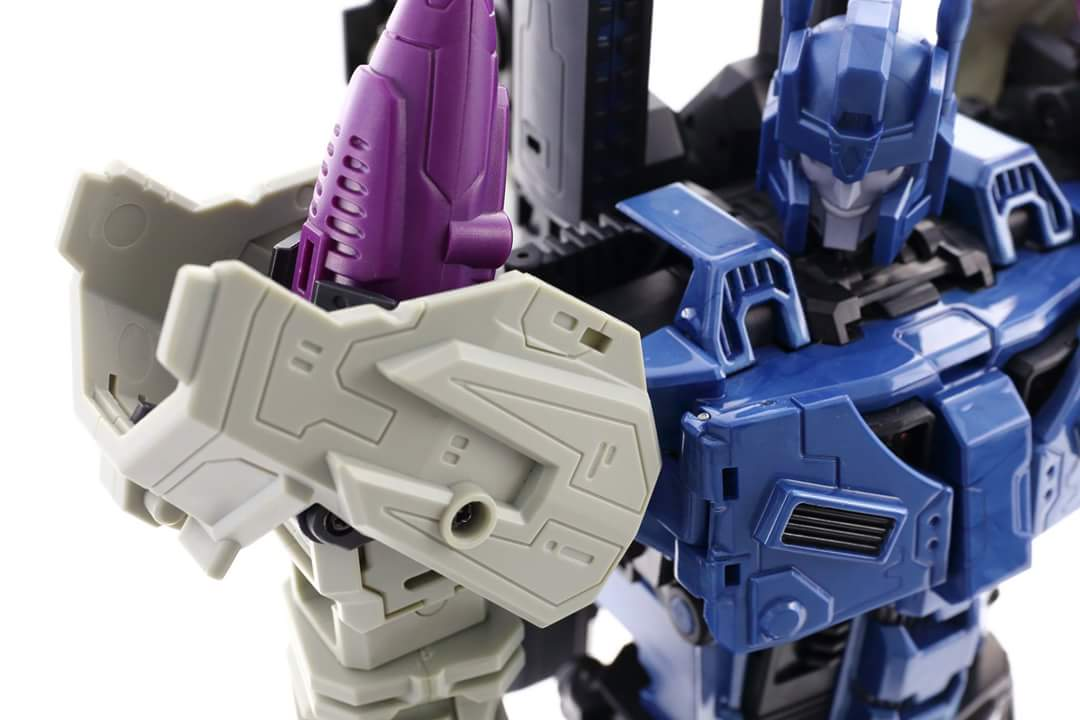 [Mastermind Creations] Produit Tiers - R-17 Carnifex - aka Overlord (TF Masterforce) - Page 3 09JznPFN