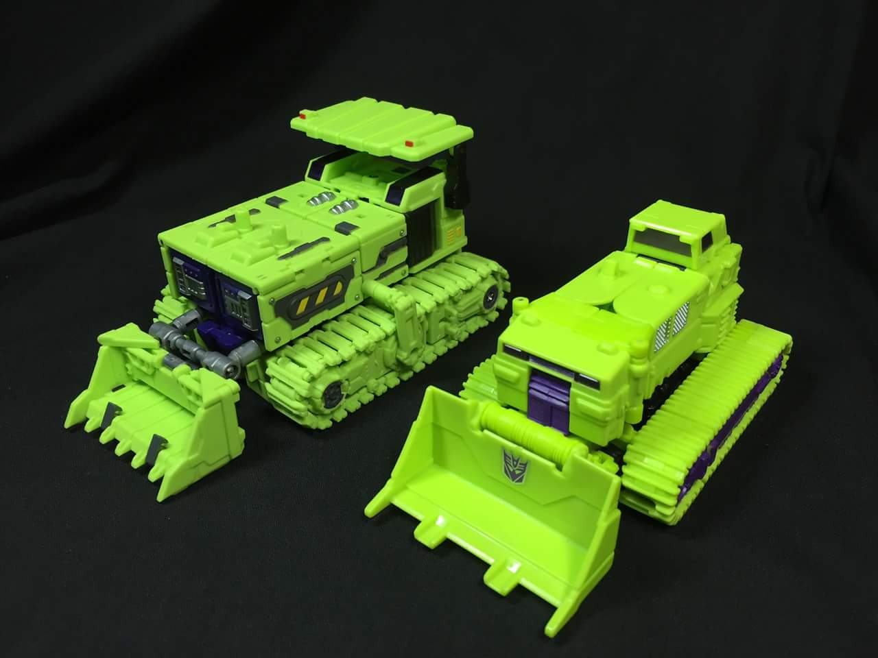 [Toyworld] Produit Tiers - Jouet TW-C Constructor aka Devastator/Dévastateur (Version vert G1 et jaune G2) - Page 3 1aKn9lhH