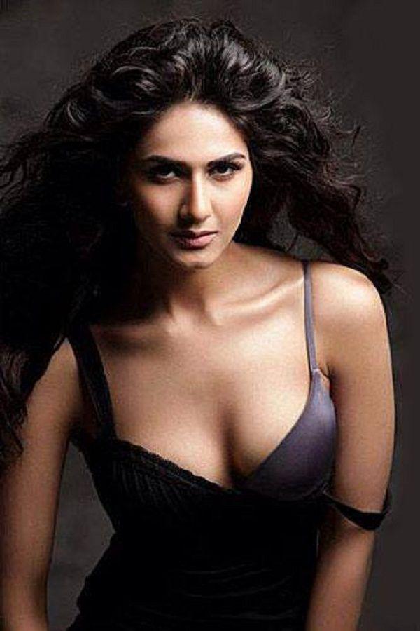 Vaani Kapoor New Hot Stills 2XNY7cyB