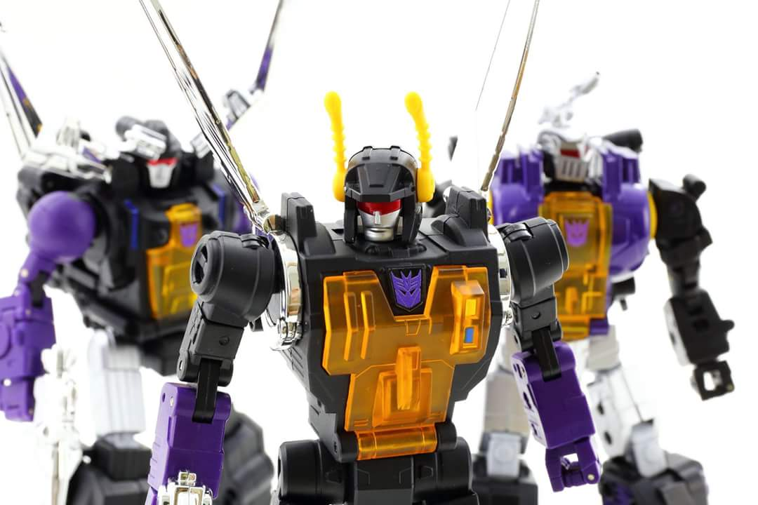 [Fanstoys] Produit Tiers - Jouet FT-12 Grenadier / FT-13 Mercenary / FT-14 Forager - aka Insecticons - Page 4 4N7BkPOX