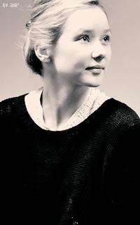 Alexandra Dowling 4dvmEaNX