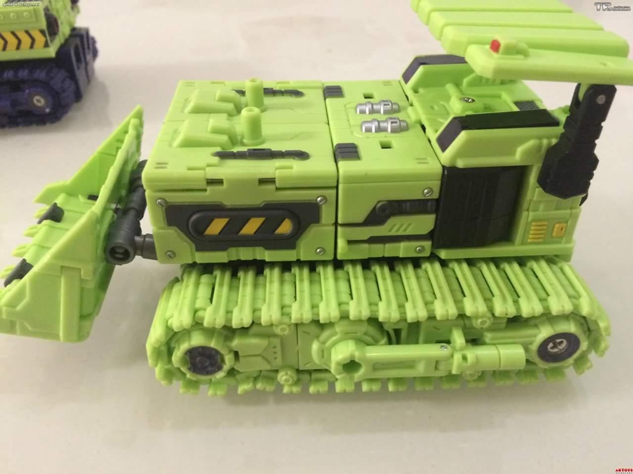 [Toyworld] Produit Tiers - Jouet TW-C Constructor aka Devastator/Dévastateur (Version vert G1 et jaune G2) - Page 4 53nFs0BN