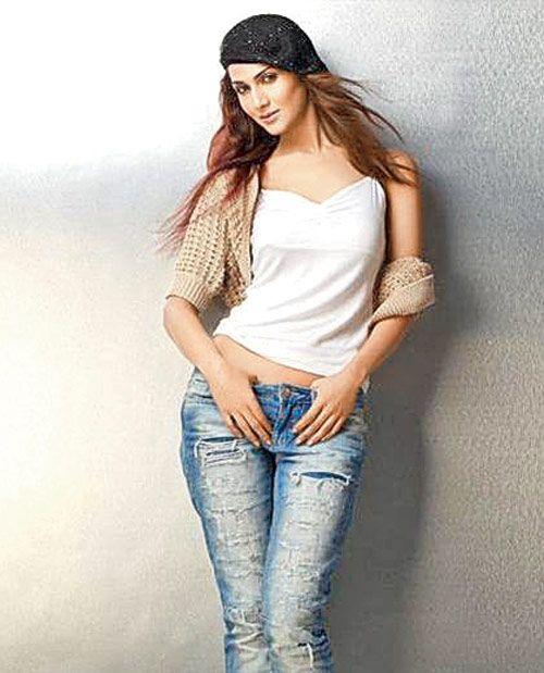 Vaani Kapoor New Hot Stills 6gDZ13PD