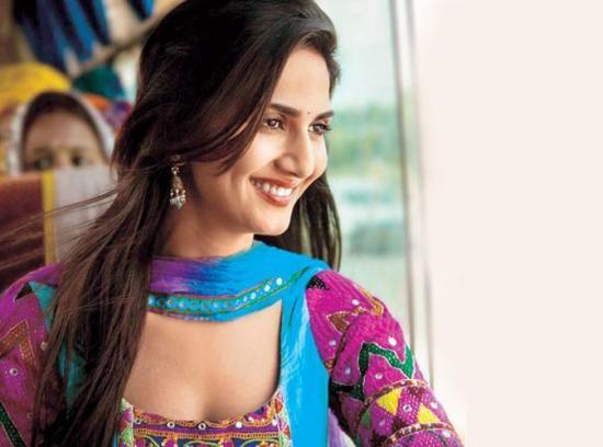 Vaani Kapoor New Hot Stills 9HwTLIec