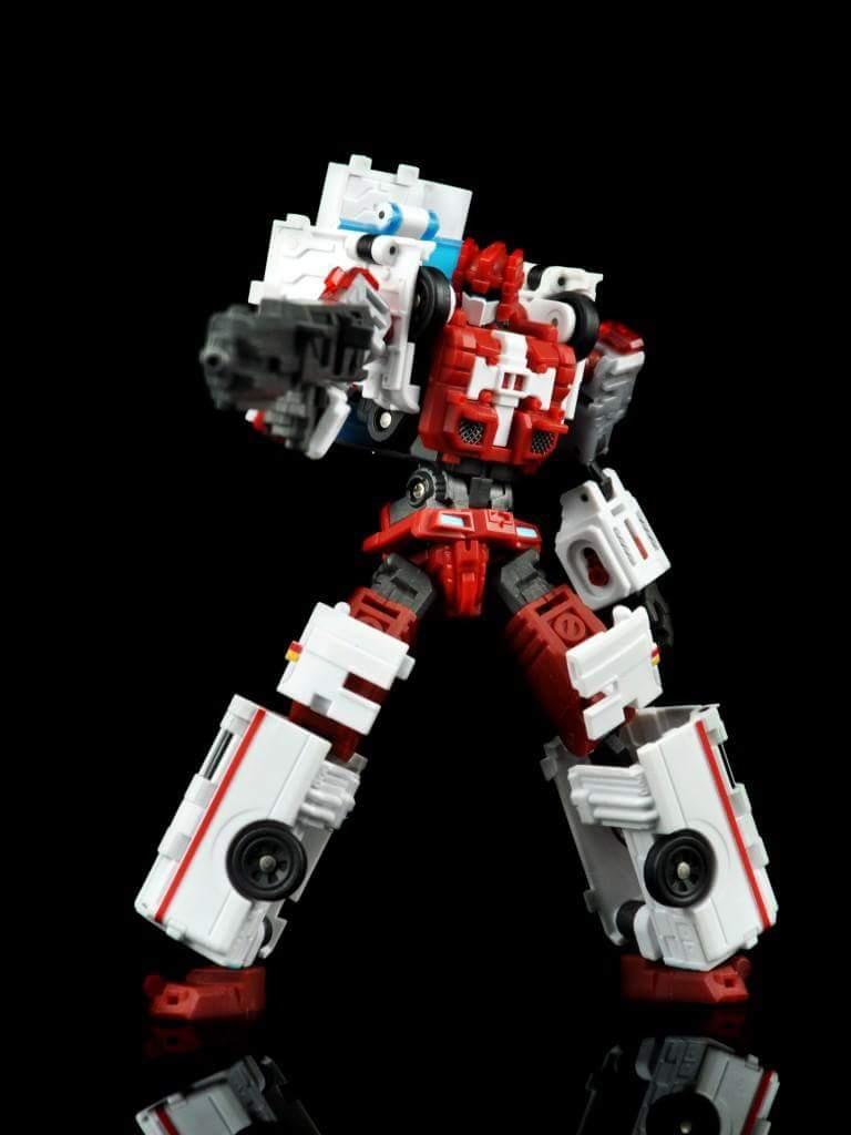 [MakeToys] Produit Tiers - Jouet MTCM-04 Guardia (aka Protectobots - Defensor/Defenso) - Page 2 AViSB1cp