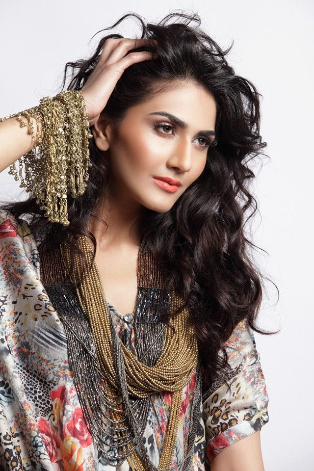 Vaani Kapoor New Hot Stills AqjiK97f