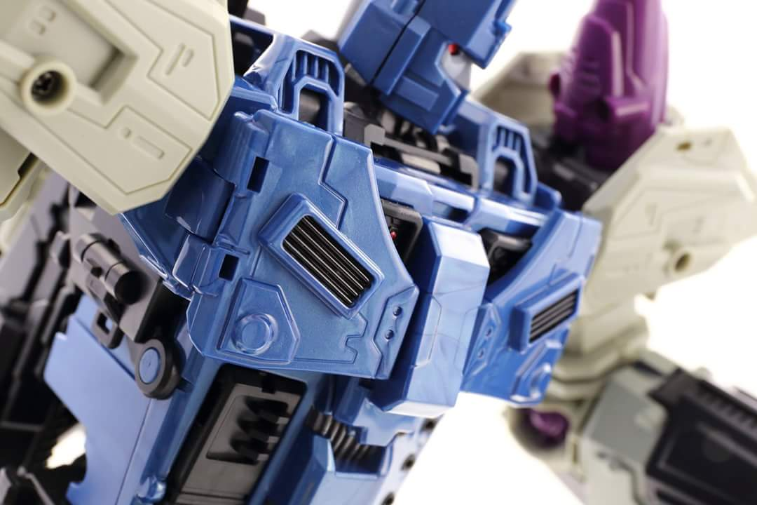[Mastermind Creations] Produit Tiers - R-17 Carnifex - aka Overlord (TF Masterforce) - Page 3 BTpylc2M