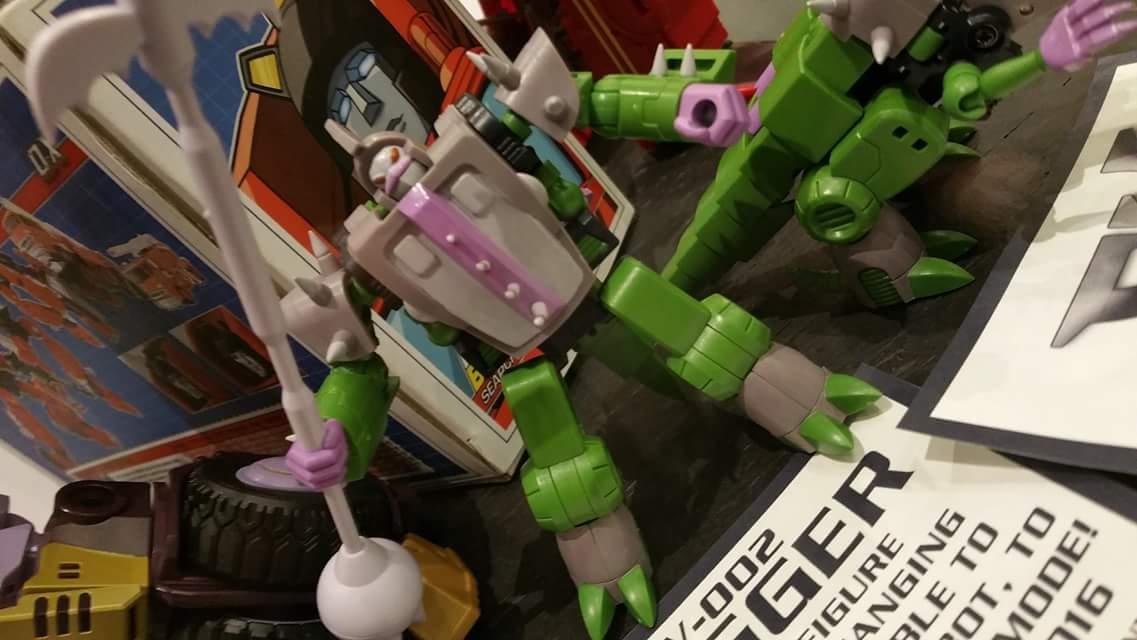 Produit Tiers: [Corbot V] CV-002 Mugger - aka Allicon   [Unique Toys] G-02 Sharky - aka Sharkticon/Requanicon DDbUaBf8