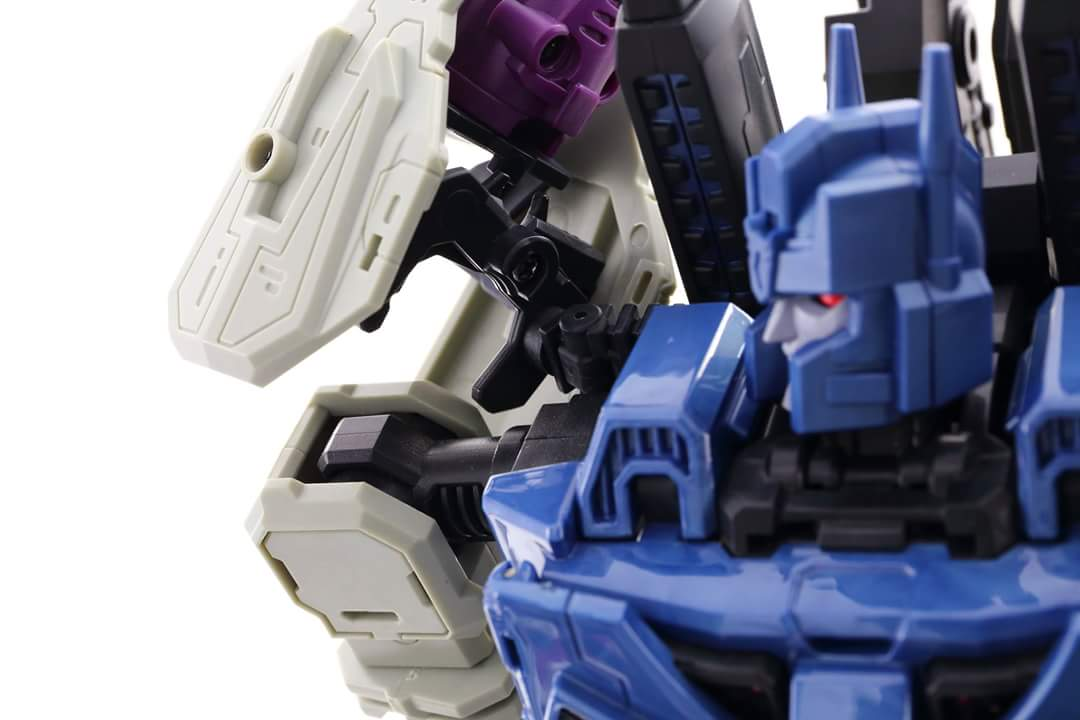 [Mastermind Creations] Produit Tiers - R-17 Carnifex - aka Overlord (TF Masterforce) - Page 3 H9ppKFOo