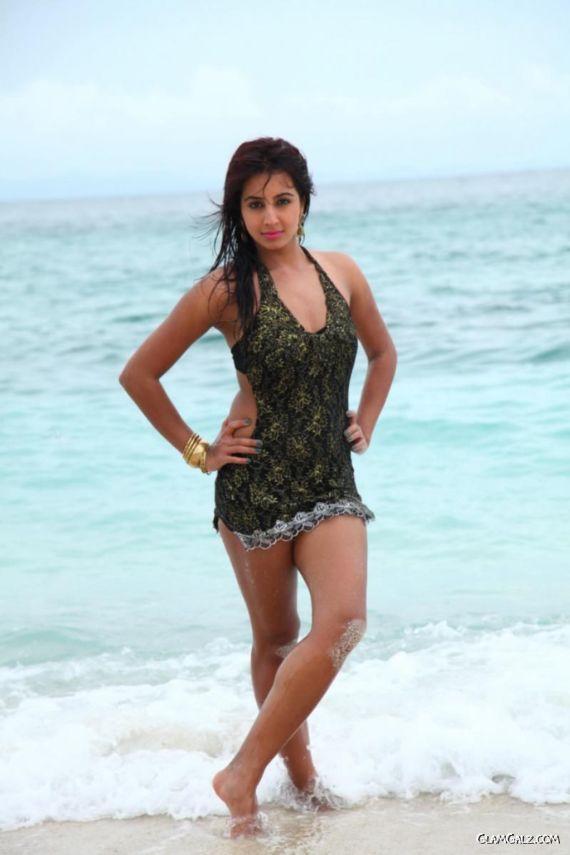 Tollywood Actress Sanjjanaa Photo Gallery Ig9us4U2