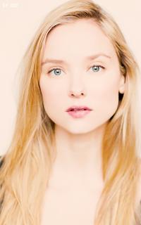 Alexandra Dowling IwcKC0gl