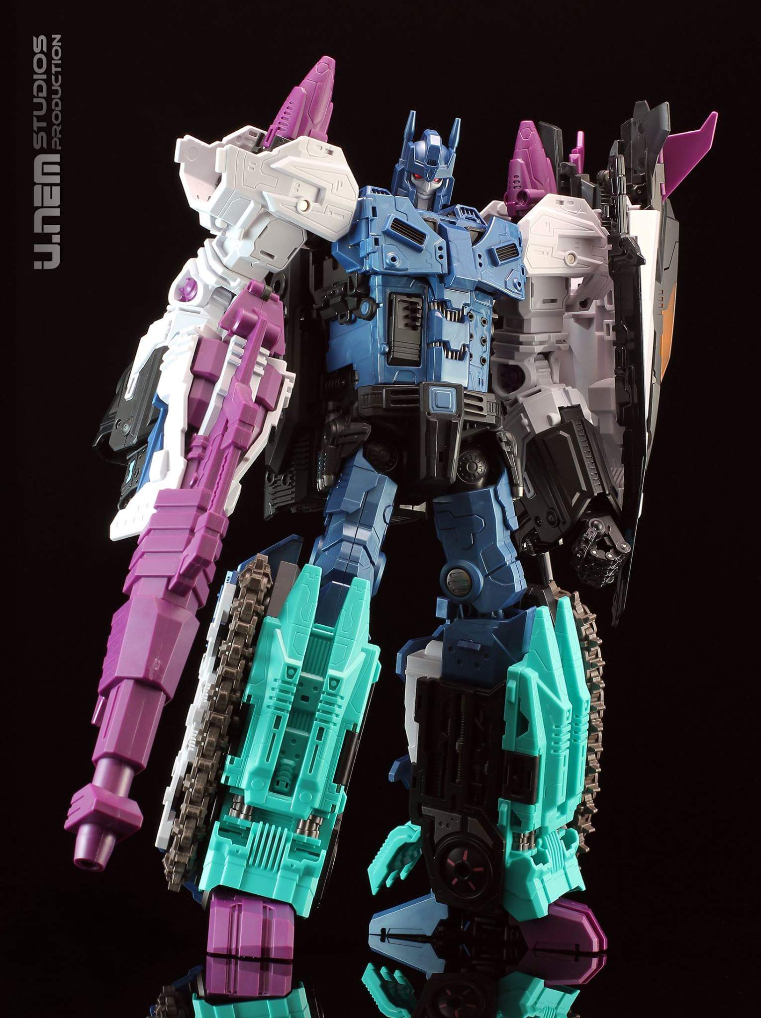 [Mastermind Creations] Produit Tiers - R-17 Carnifex - aka Overlord (TF Masterforce) - Page 3 O0GcNZtL