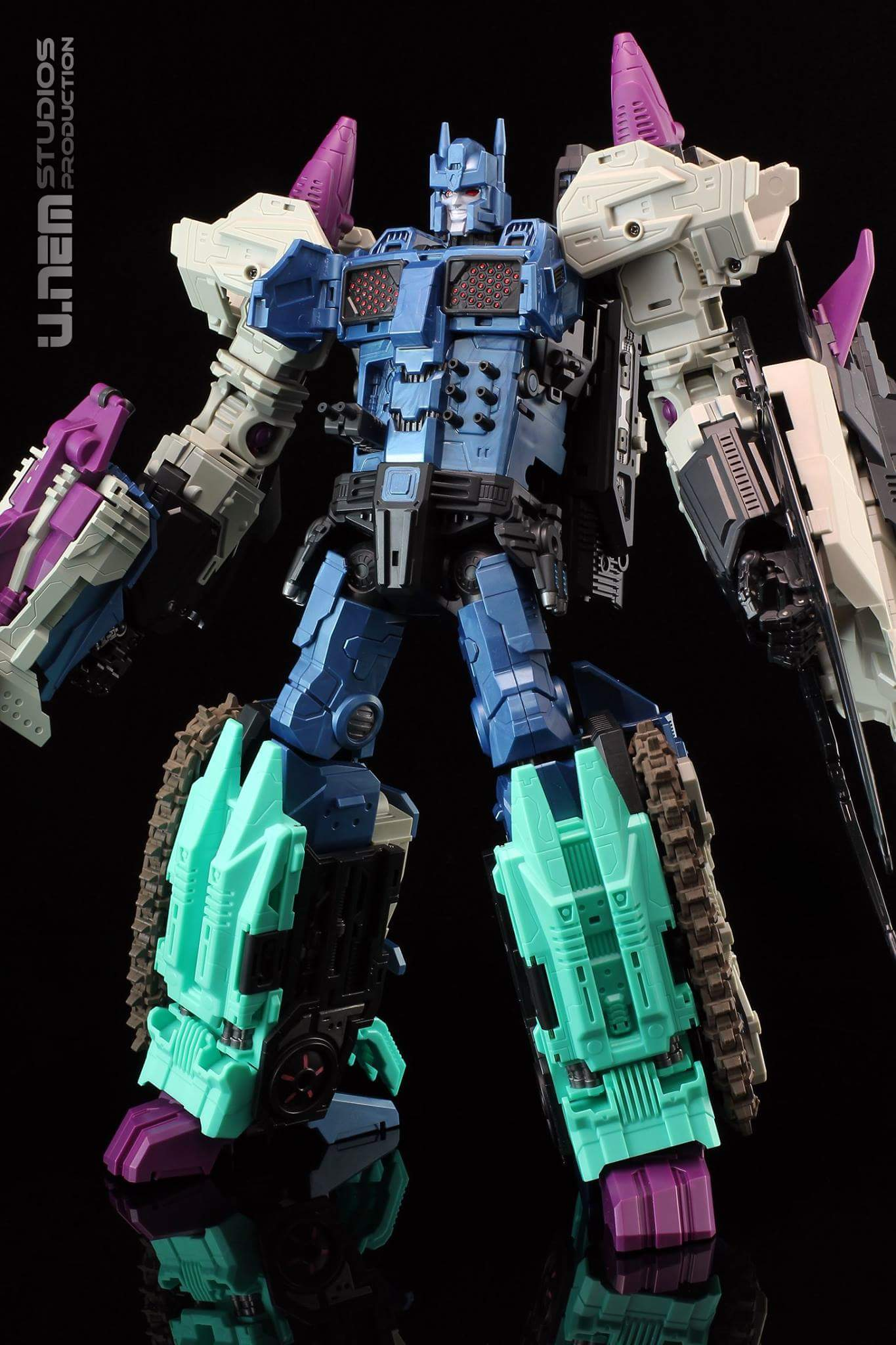 [Mastermind Creations] Produit Tiers - R-17 Carnifex - aka Overlord (TF Masterforce) - Page 2 OMcecRAO
