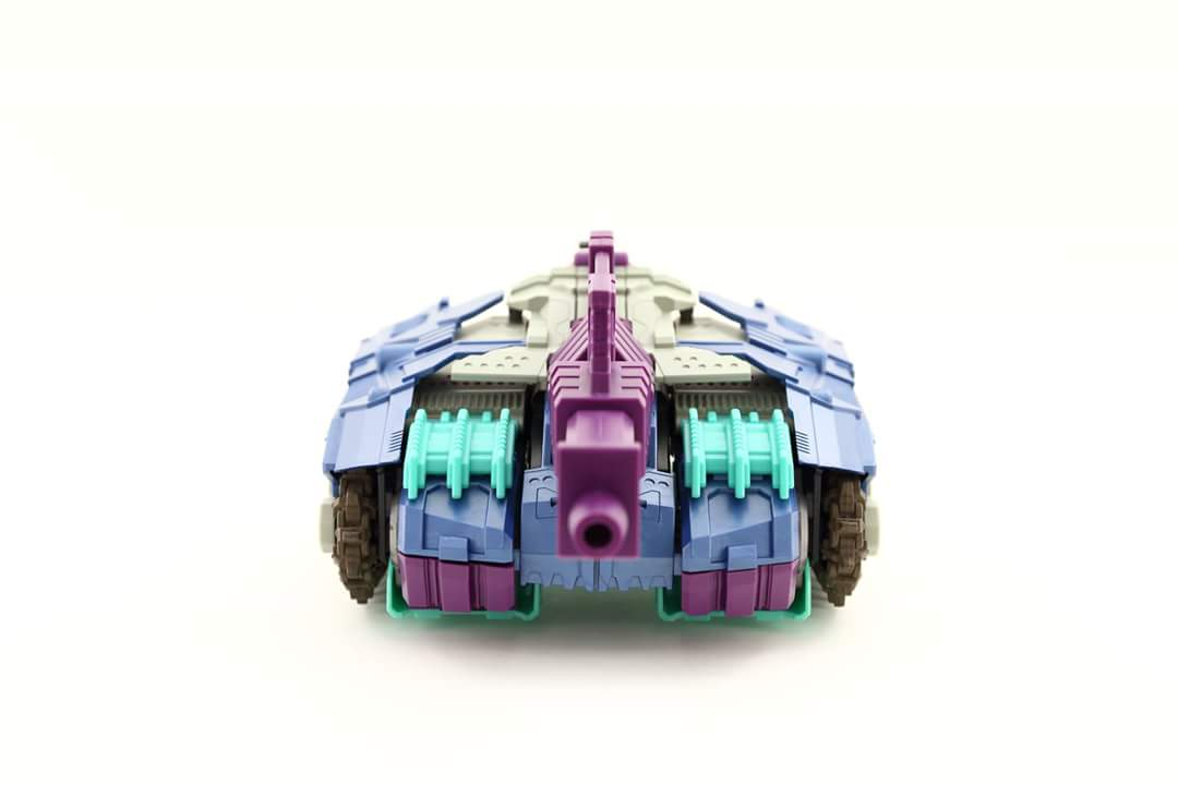 [Mastermind Creations] Produit Tiers - R-17 Carnifex - aka Overlord (TF Masterforce) - Page 3 Oe1WdgQC