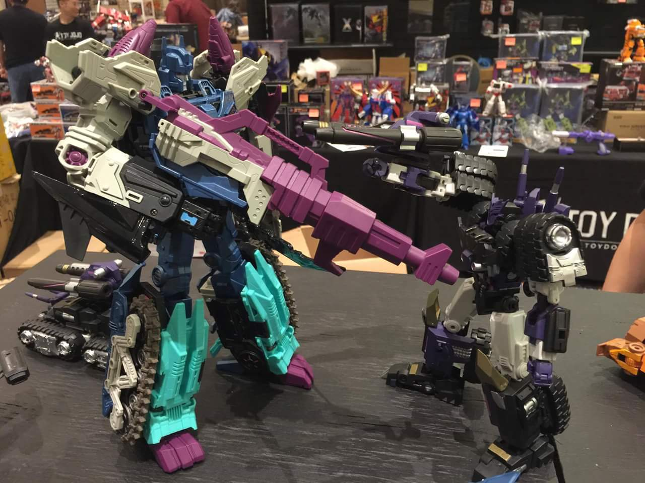 [Mastermind Creations] Produit Tiers - R-17 Carnifex - aka Overlord (TF Masterforce) - Page 2 OilPguQQ