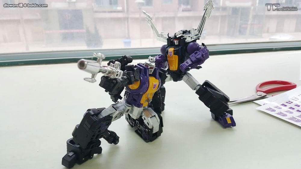 [Fanstoys] Produit Tiers - Jouet FT-12 Grenadier / FT-13 Mercenary / FT-14 Forager - aka Insecticons - Page 3 PZ9gGLzN