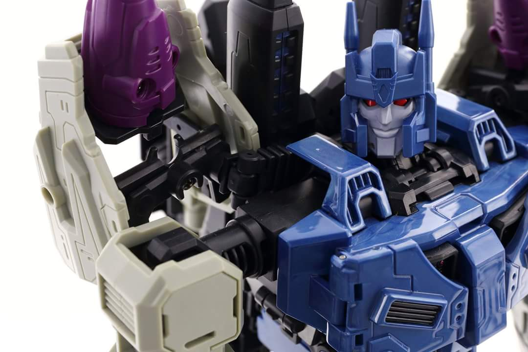 [Mastermind Creations] Produit Tiers - R-17 Carnifex - aka Overlord (TF Masterforce) - Page 3 TLedNLJY