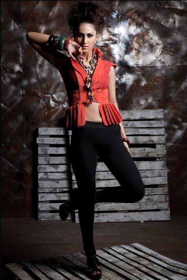 Vaani Kapoor New Hot Stills YJIpgioD