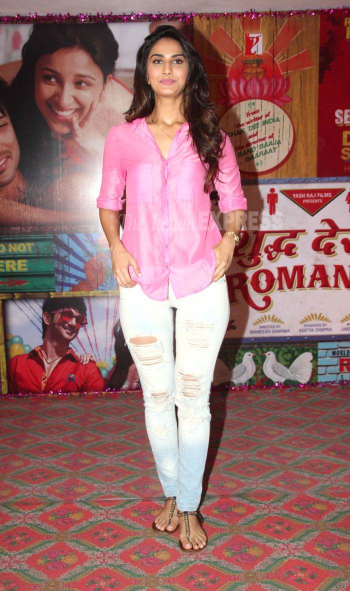 Vaani Kapoor New Hot Stills YWXtoTHM