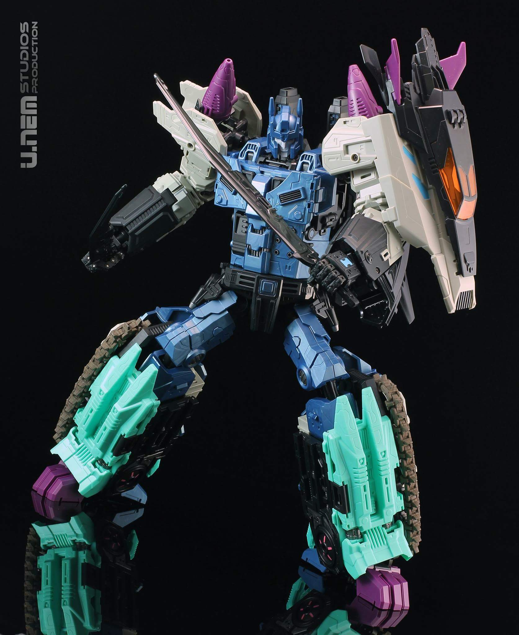 [Mastermind Creations] Produit Tiers - R-17 Carnifex - aka Overlord (TF Masterforce) - Page 2 Z9fh3QI6
