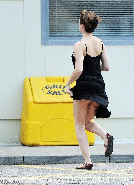 Emma Watson Flashes Her Panties Abc4mHXH