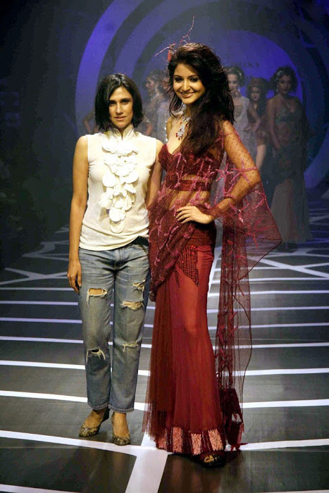 Anushka Sharma Ramp Walk in Red Dress Photo Gallery Abc5seJt