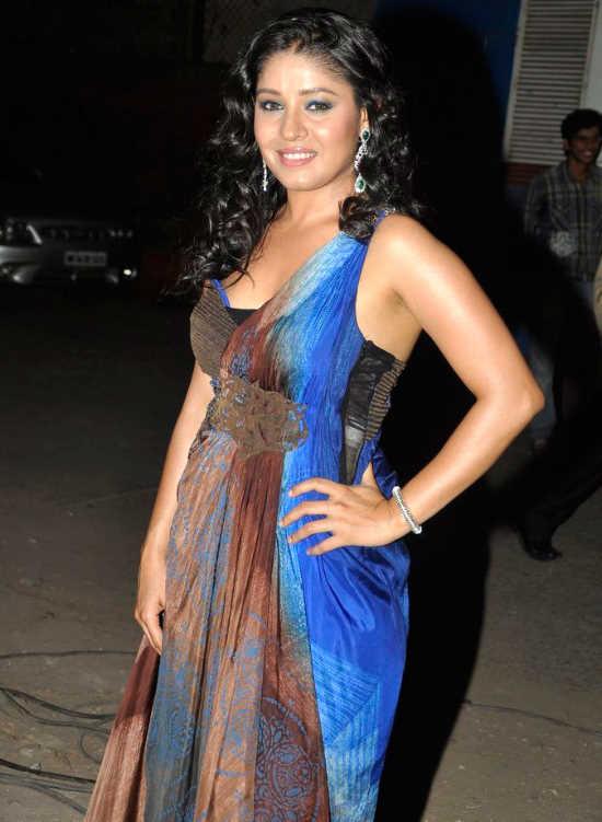Malaika, Sonakshi, and Other Celebs at the 'Pantaloons Femina Miss India 2011' Finale AbcGEanH