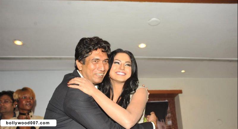 Veena Malik Promoting Film City that Never Sleeps Abcxx7Mr