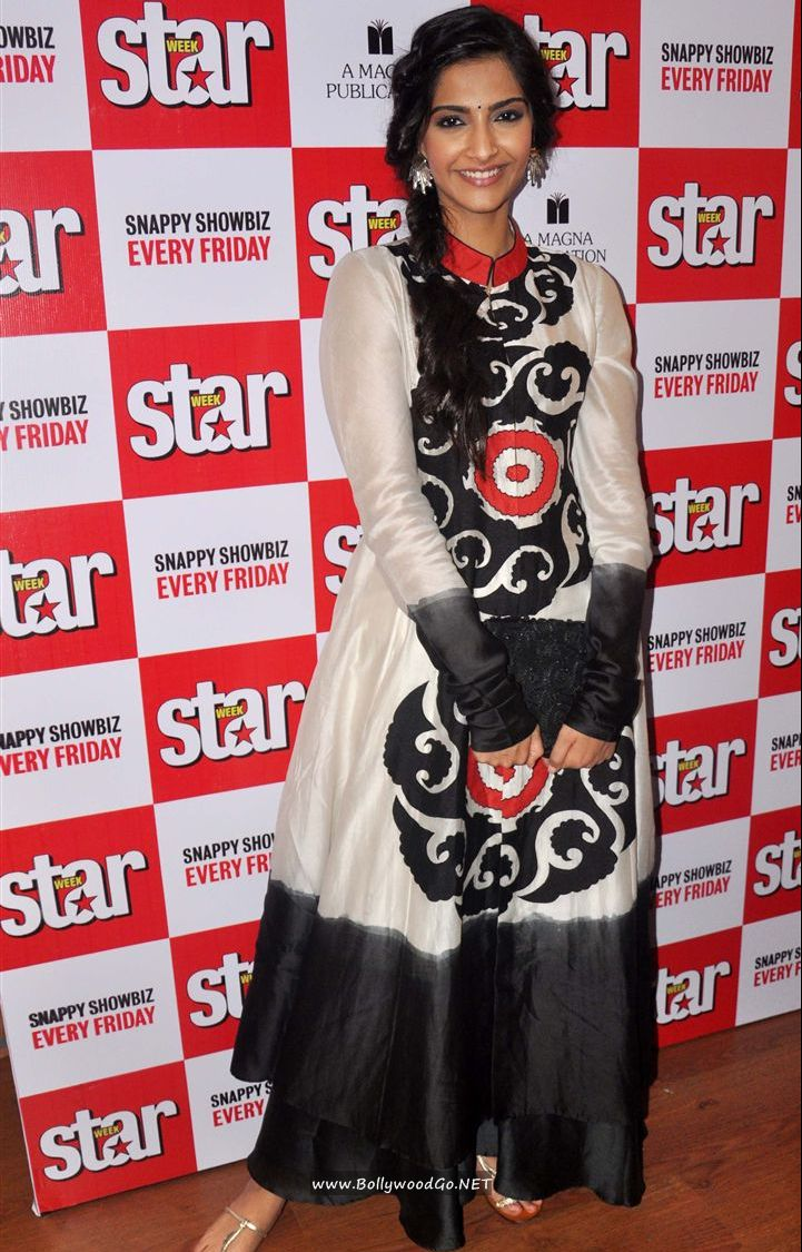 Sonam Kapoor and Dhanush unveil Star Week's new issue Abem30cz