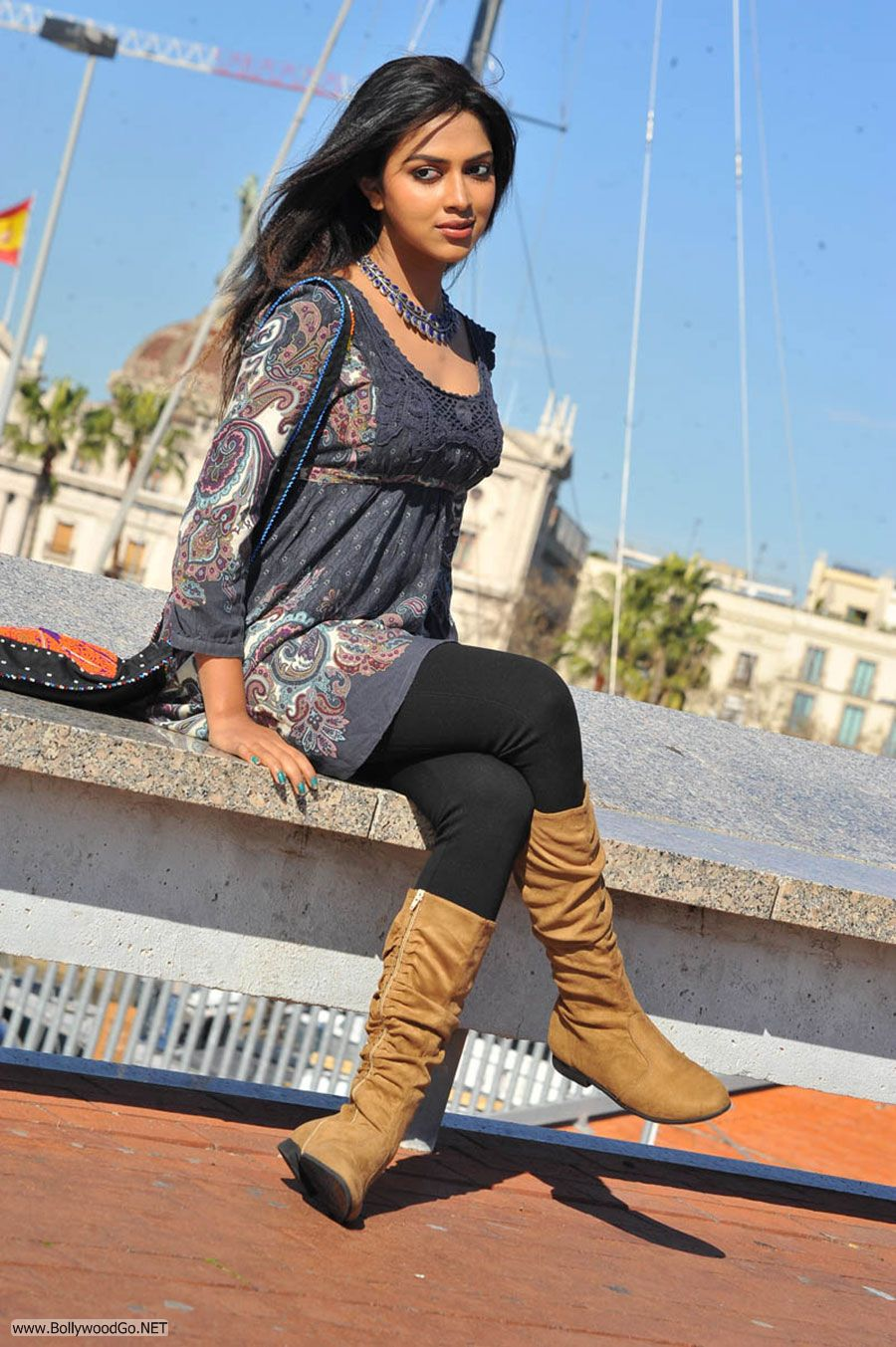 Amala Paul New Stills from Iddarammayilatho Movie AbfeXDc5
