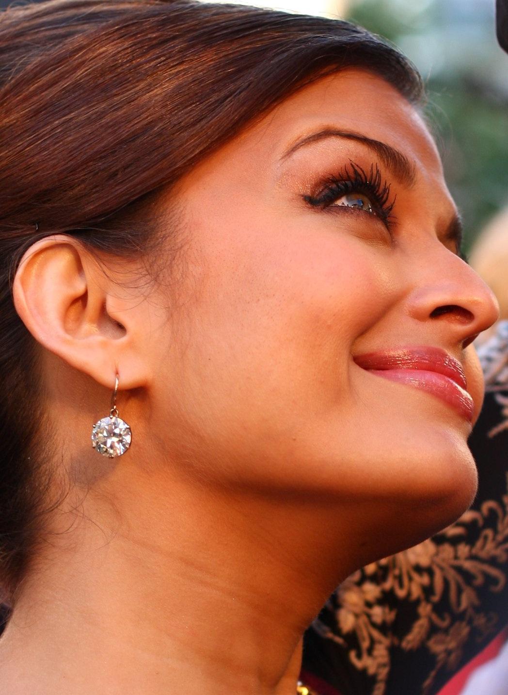 Aishwarya on Red Carpet - Page 2 AbgRWpZT