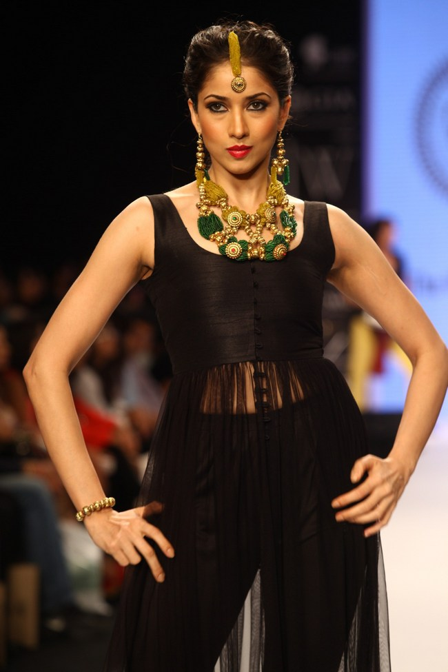 Bollywood celebs On the Ramp IIJW 2013 15 images AbjAopsX