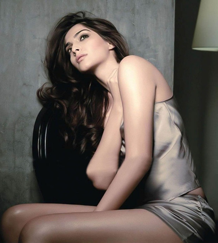 Sonam Kapoor in Maxim India Magazine AbkANZjT