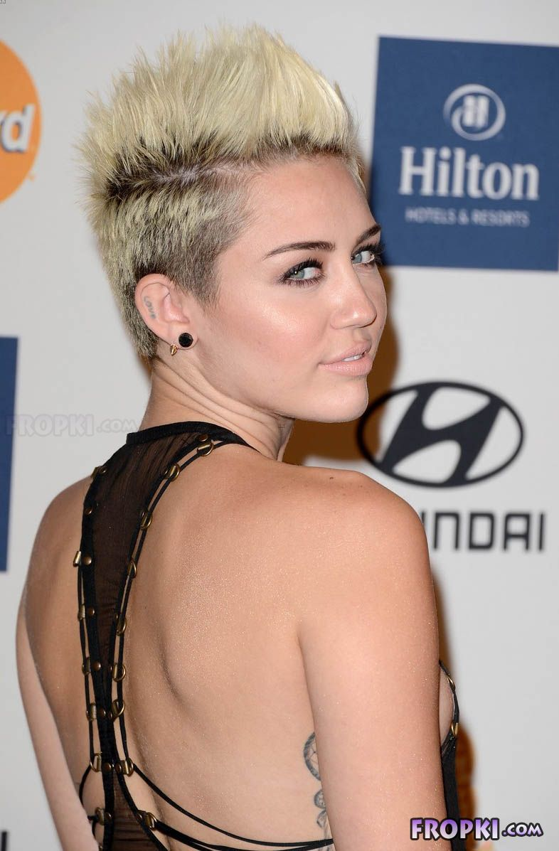 Miley Cyrus shows her naughty side Abm6QwLu