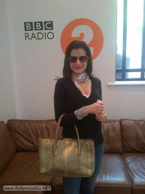 Amisha Patel Exclusive Pictures from London Vocations AbmYy58V